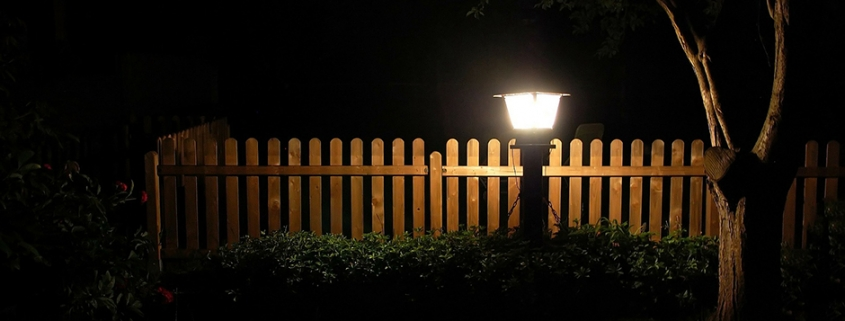 Wegbeleuchtung nachts im Garten