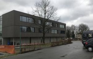 Schule NeuhausInn beton