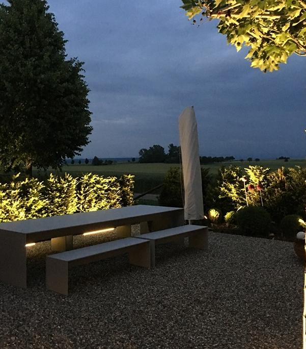 filigraner Betontsich Betonbank Garten Terrasse