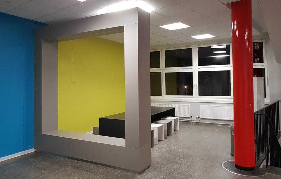 Objektausbau - Arbeitsplatz in einer Schule